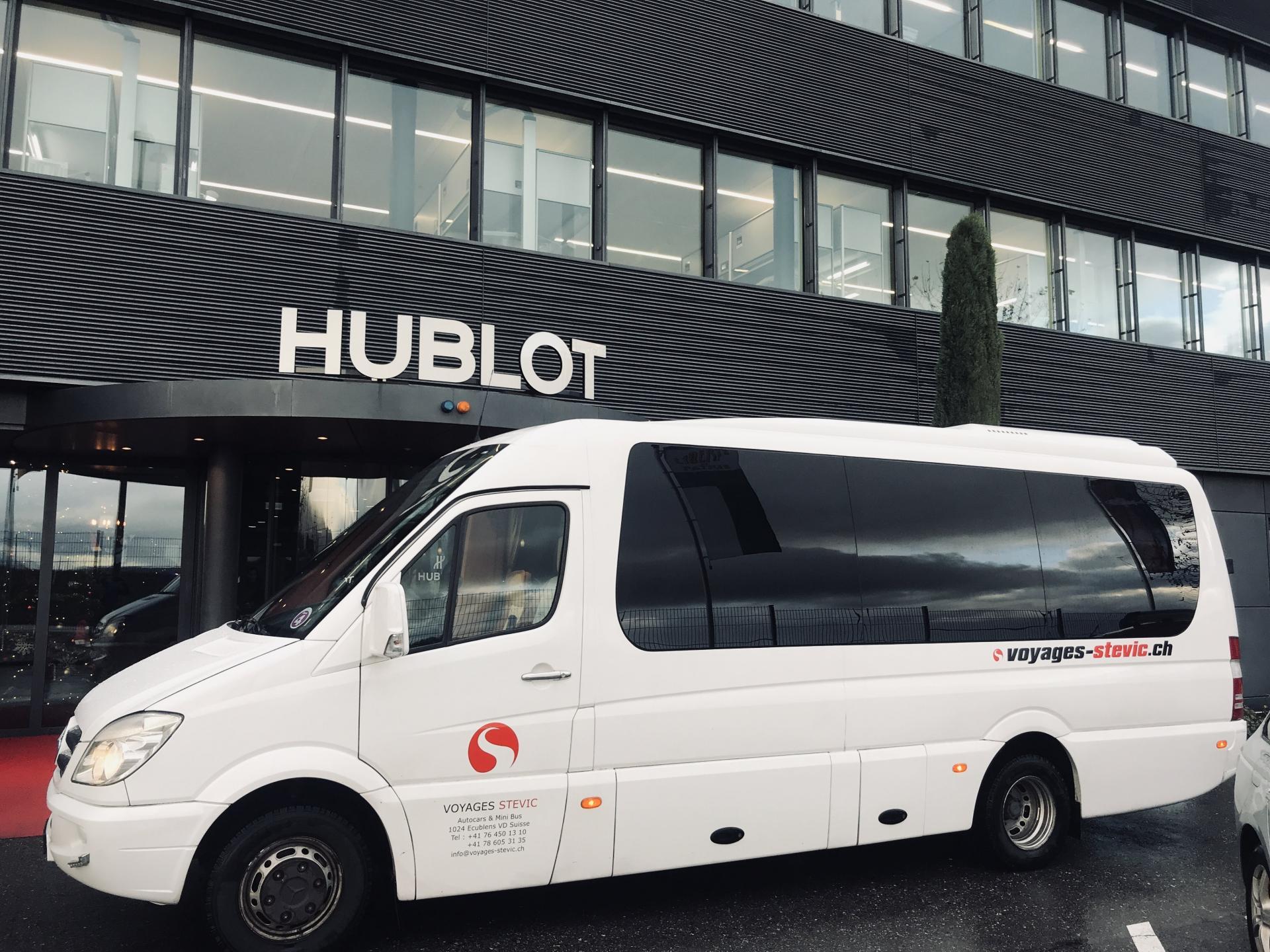 Mercedes-Benz Minibus | 17 places