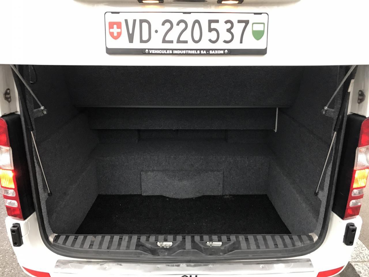 Mercedes-Benz Minibus - 17 squares